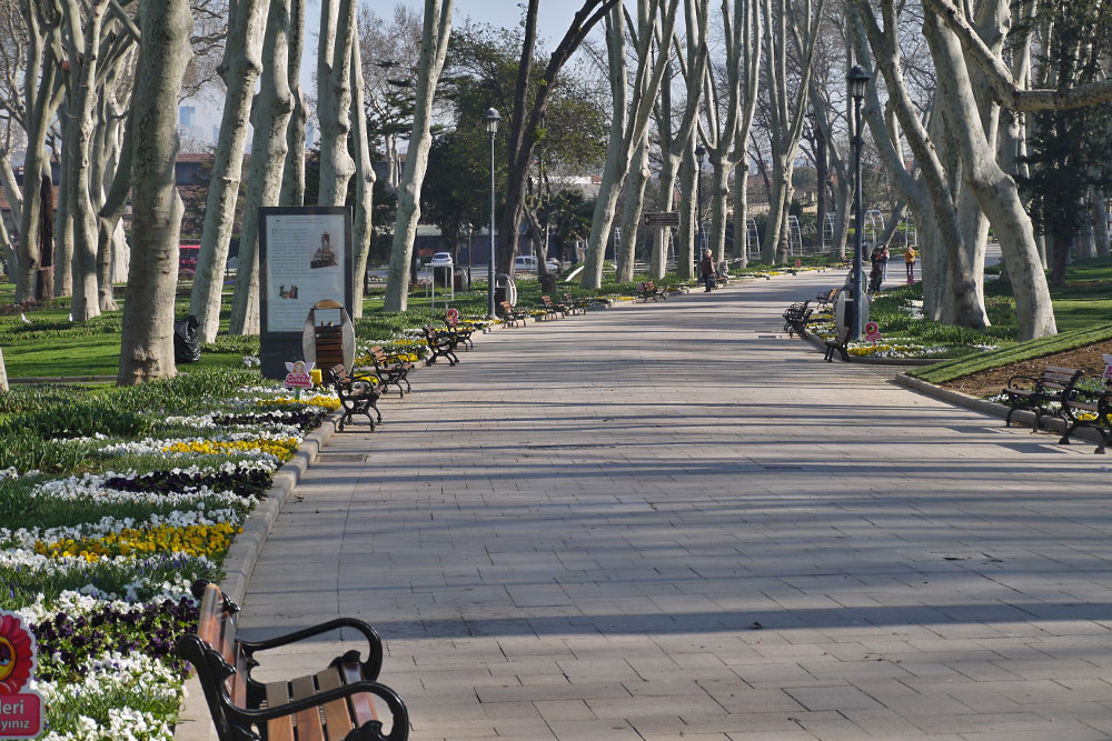 Главная аллея парка Гюльхане