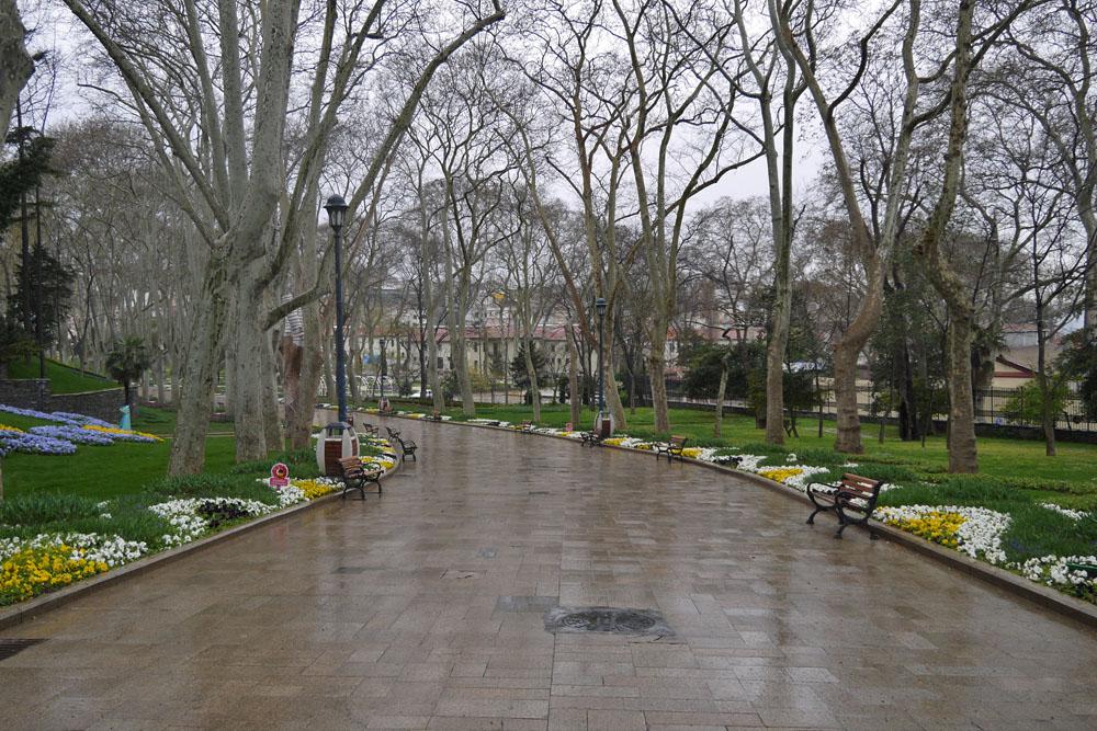 Парк Гюльхане - весна, дождь