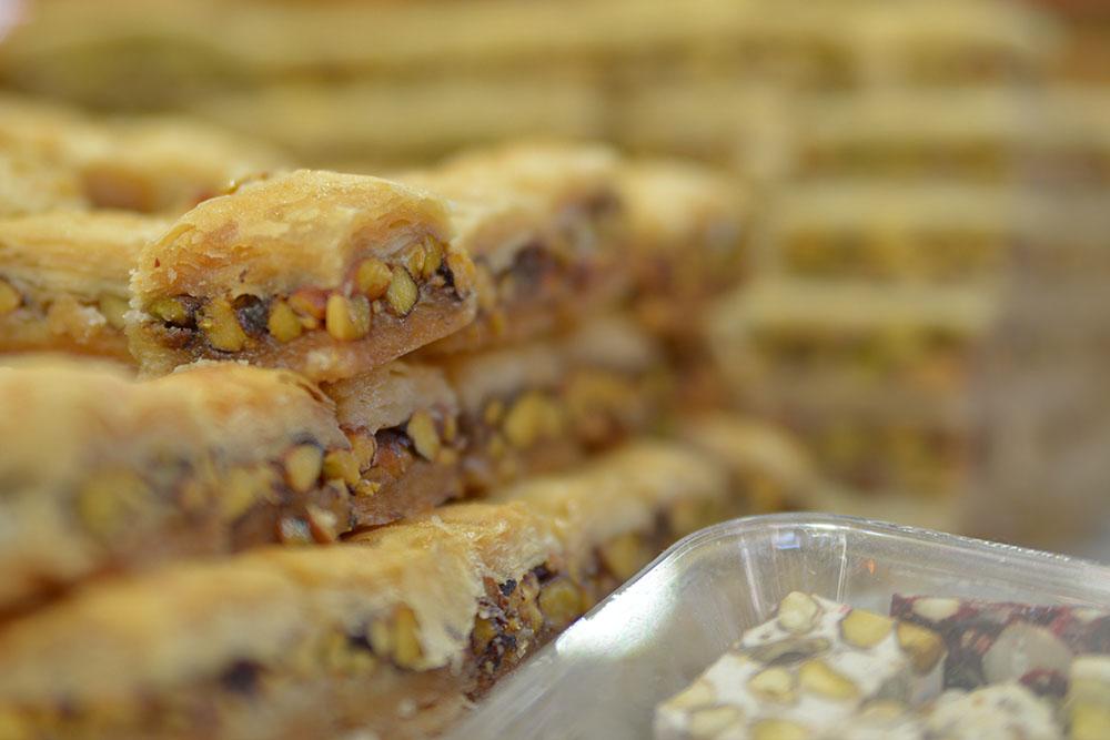 Турецкие сладости и орехами и фундуком