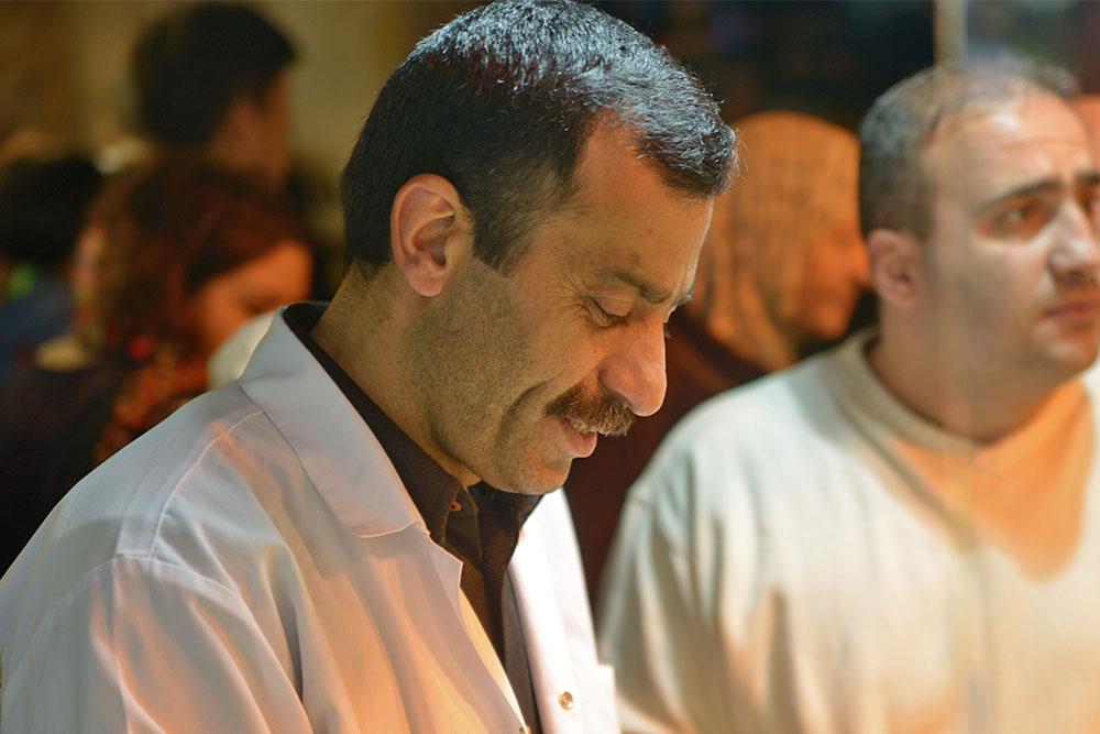 Продавец ниточного сыра на Египетском базаре