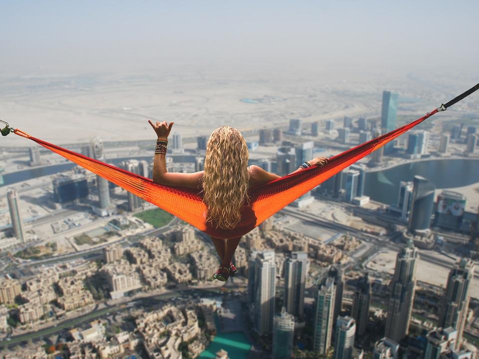Девушка на Дубаем