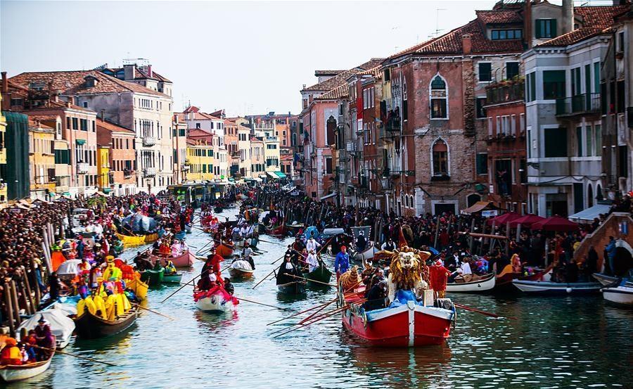Парад гондол в Венеции