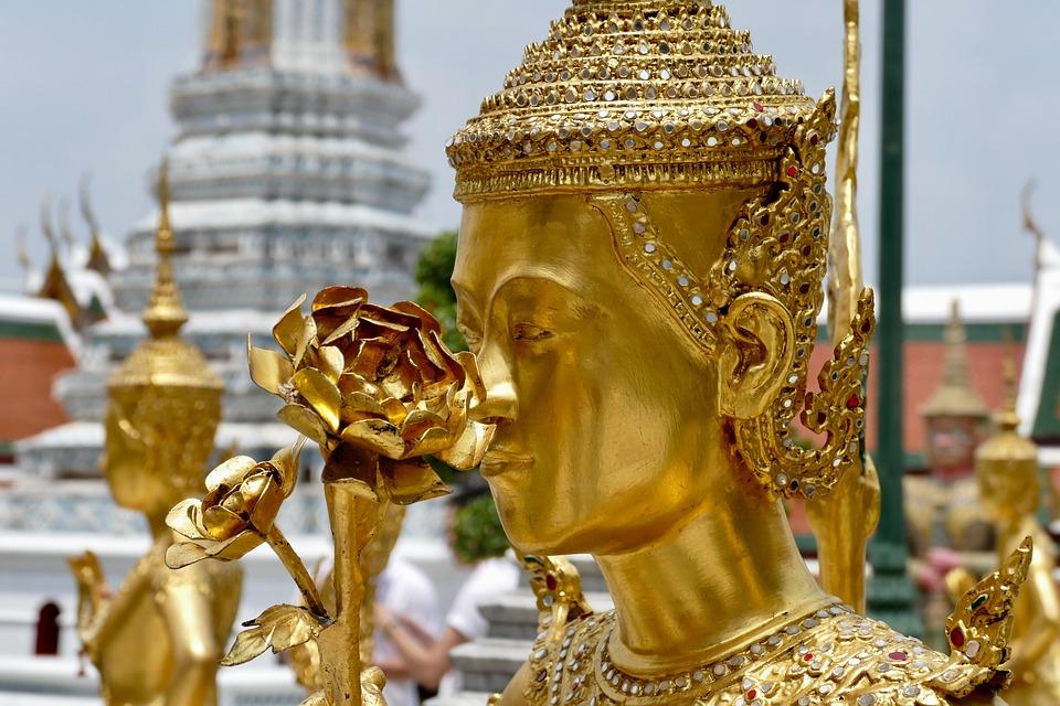 Золотой Будда во дворце Бангкока