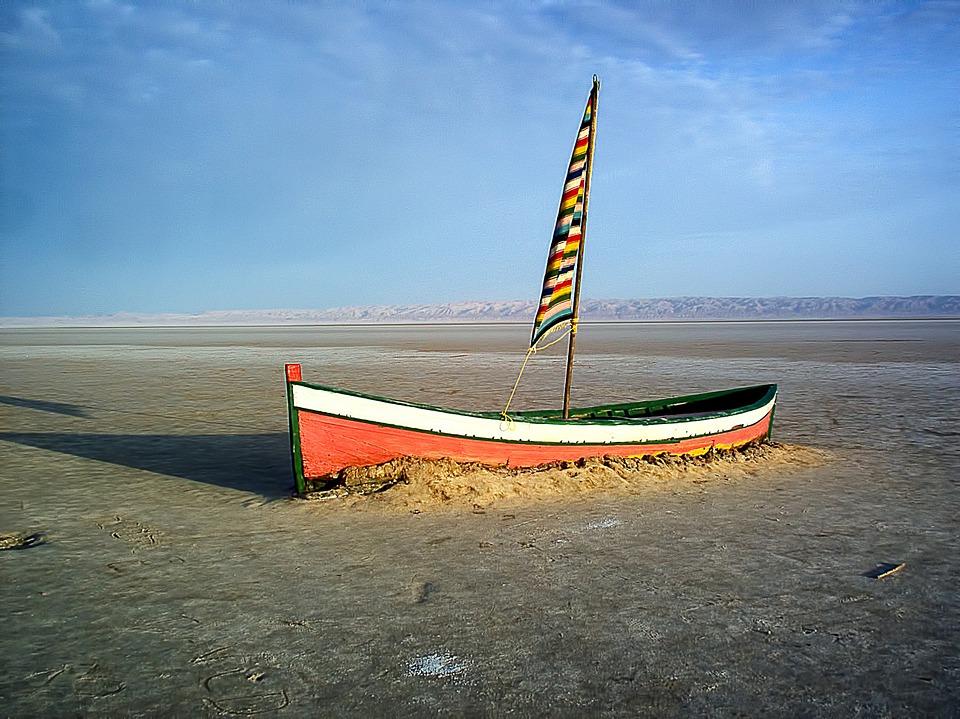 Лодка в песке