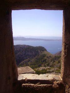 Вид из окна каменной хаты