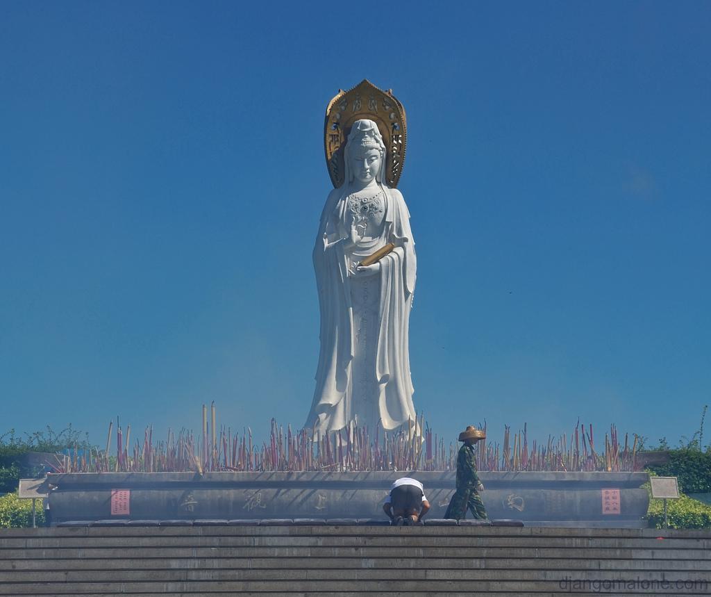 Статуя китайской богини милосердия