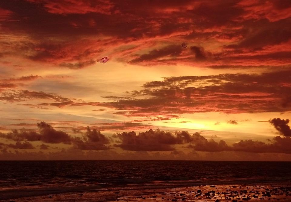 Огненный океанский закат