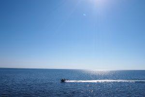 На лодке по морю