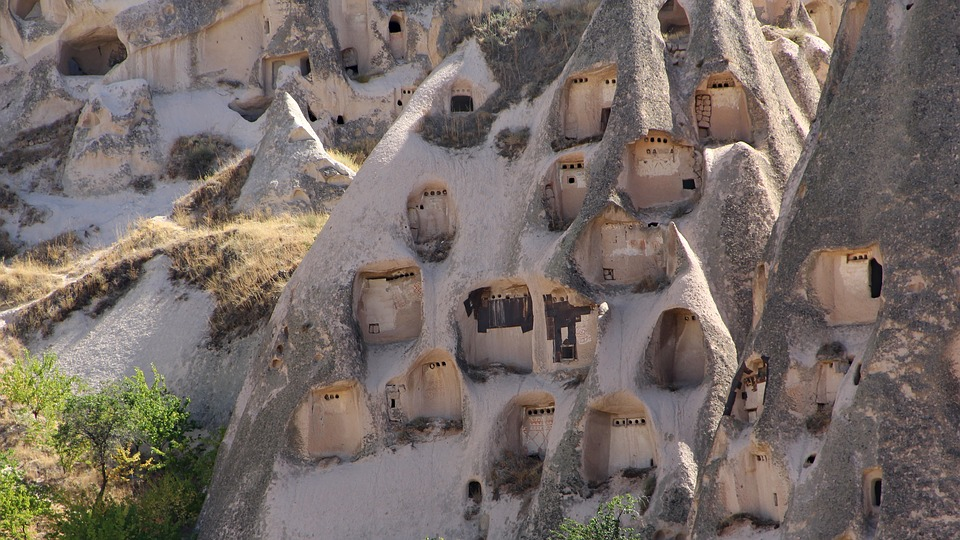 Дома в скале