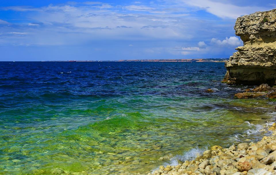 Прозрачная вода Черного моря