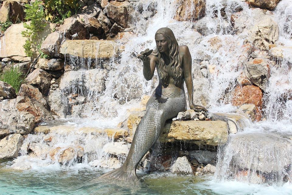Русалка у водопада