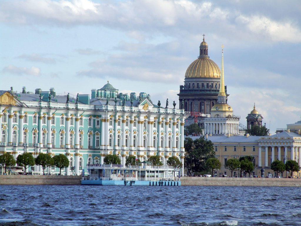 Путешествие в мае по Санкт-Петербургу