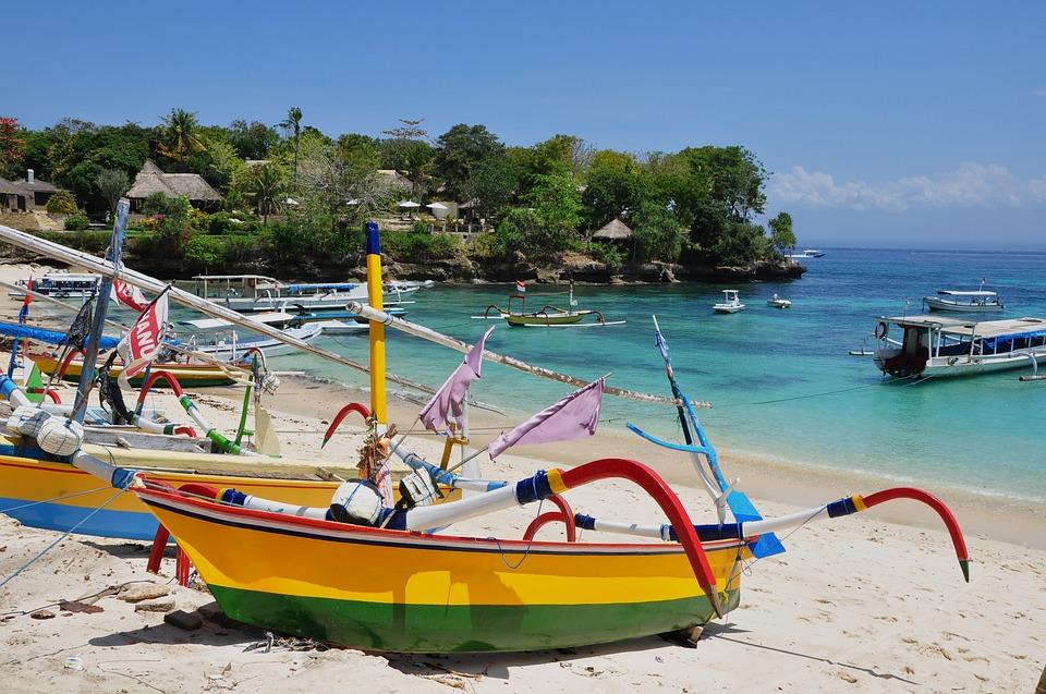 Местные лодки на Бали