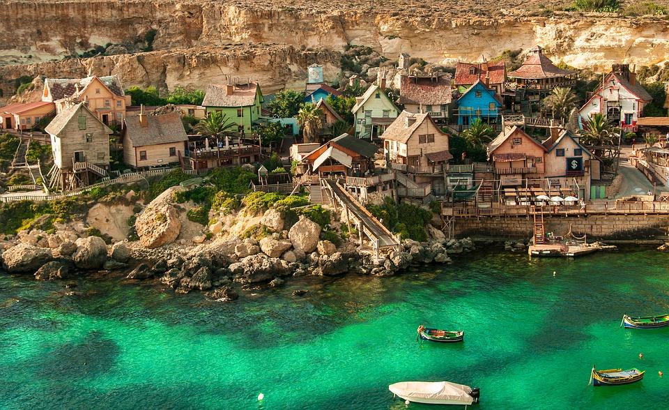 Небольшие домики на берегу Мальты
