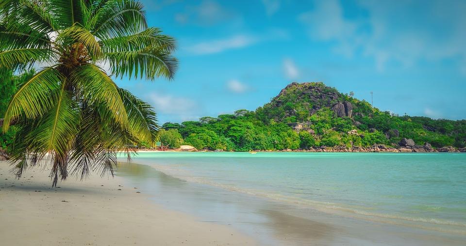 Безлюдный пляж на Сейшелах