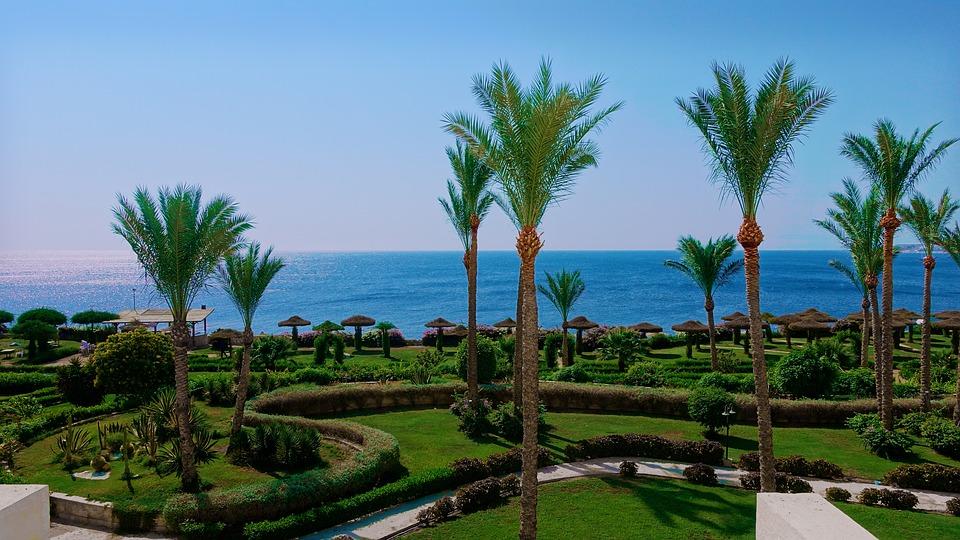 Вид на аллею в Египте