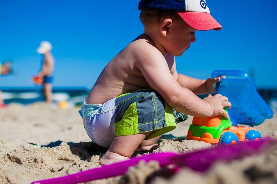 Маленький мальчик на пляже