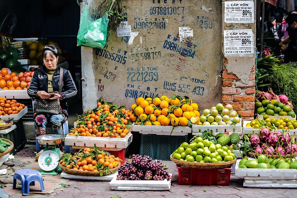 Спелые фрукты на рынке