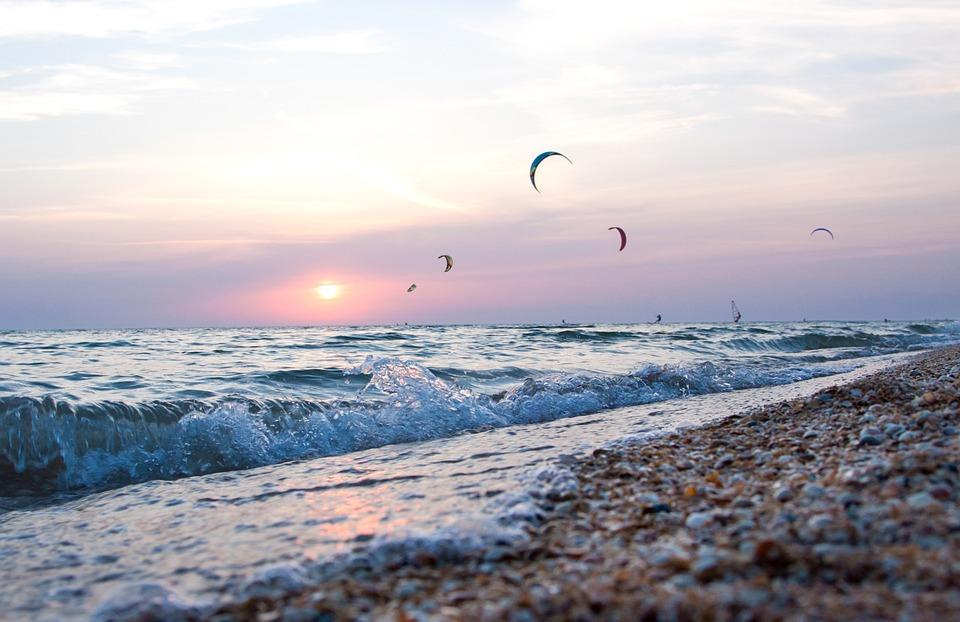 Волны на море в Ейске