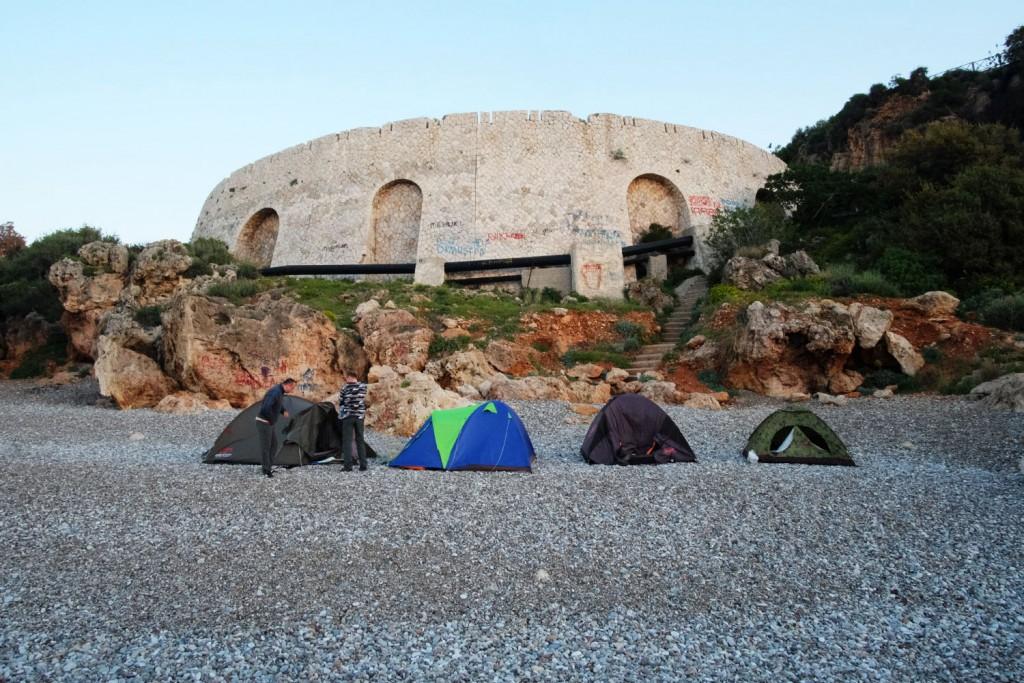 Анталия, пляж Коньяалта, палатки
