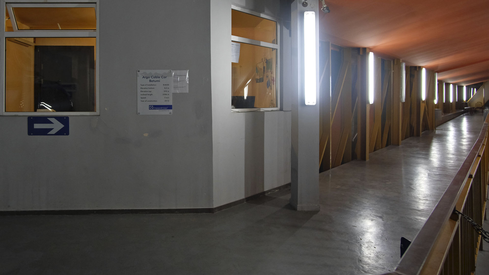 Внутри верхней станции канатной дороги в Батуми