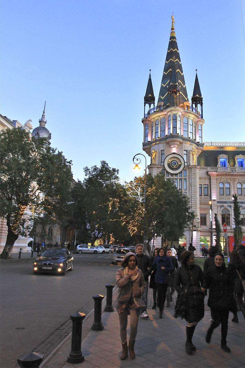 Астрономическая башня на Европейской площади в Батуми