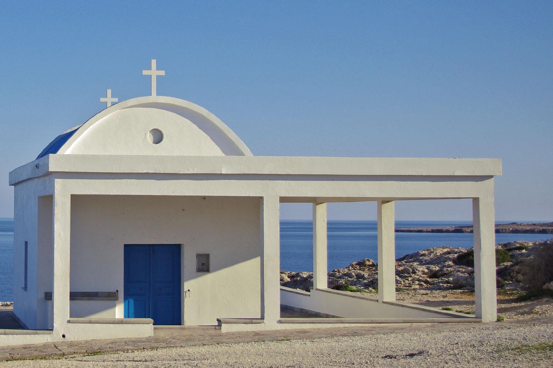 Церковь Агиа Анагири над обрывом
