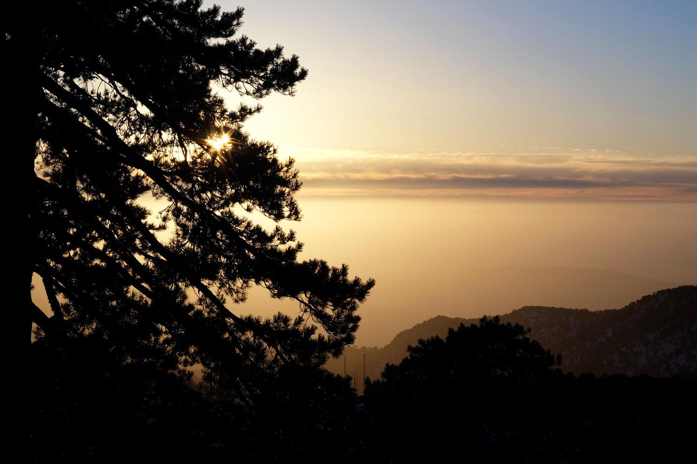на машине по Кипру, восход над Тродосом