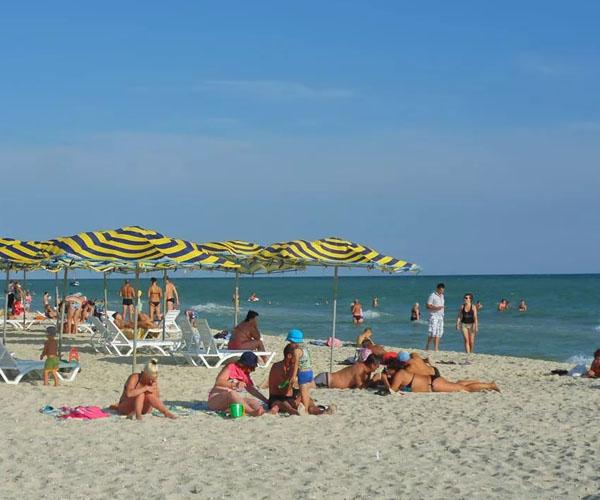 Пляж в поселке Железный Порт