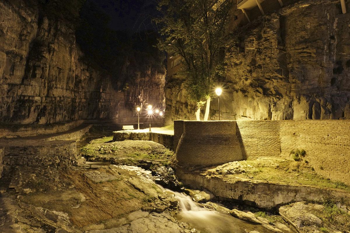Каньон в Тбилиси ночью
