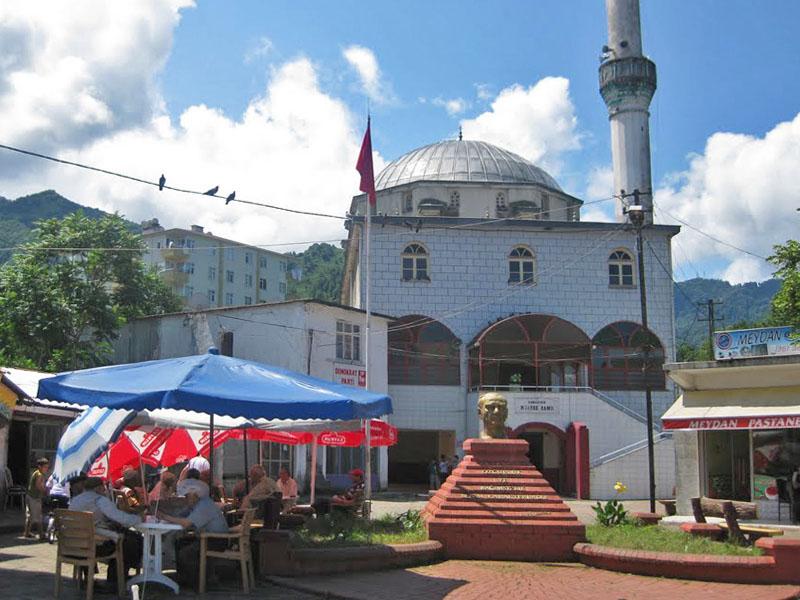Главная площадь поселка Кемаль-паша