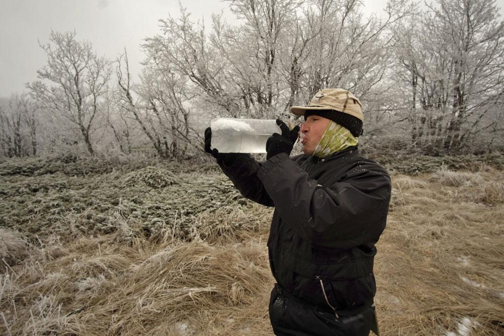 Весь поход пьем замороженную воду и не заболели