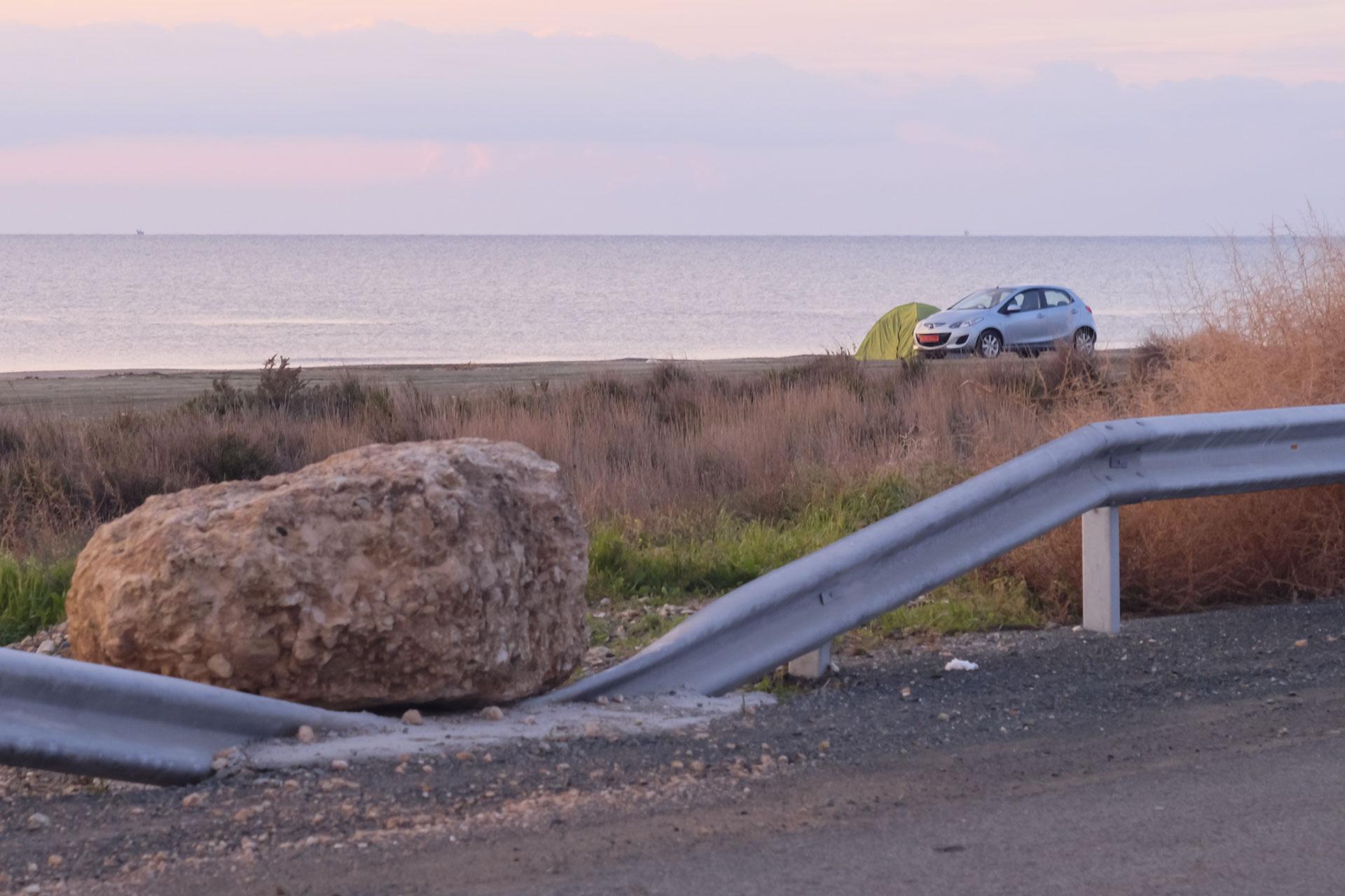 Пляж рядом с аэропортом Ларнака