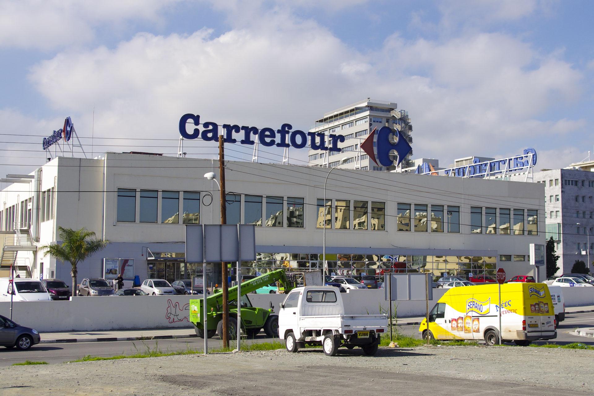 Супермаркет Carrefour в Ларнаке