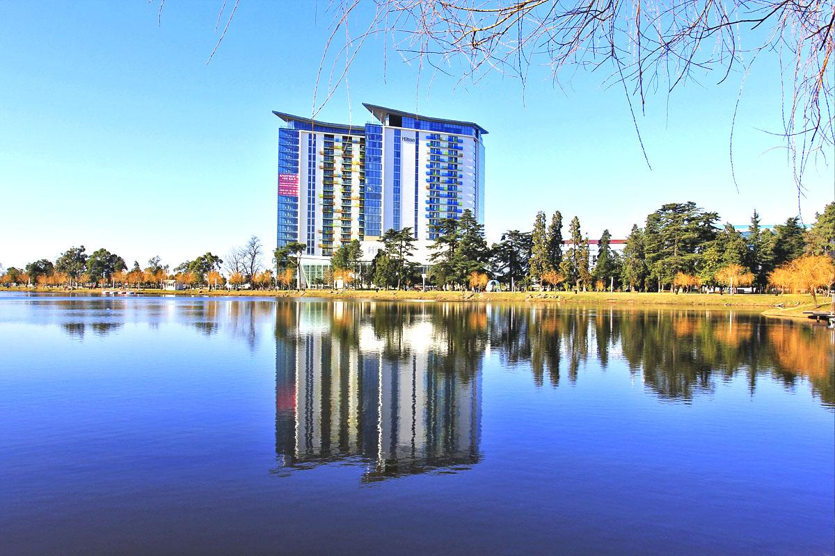 Nuri lake в Парке 6 мая в Батуми