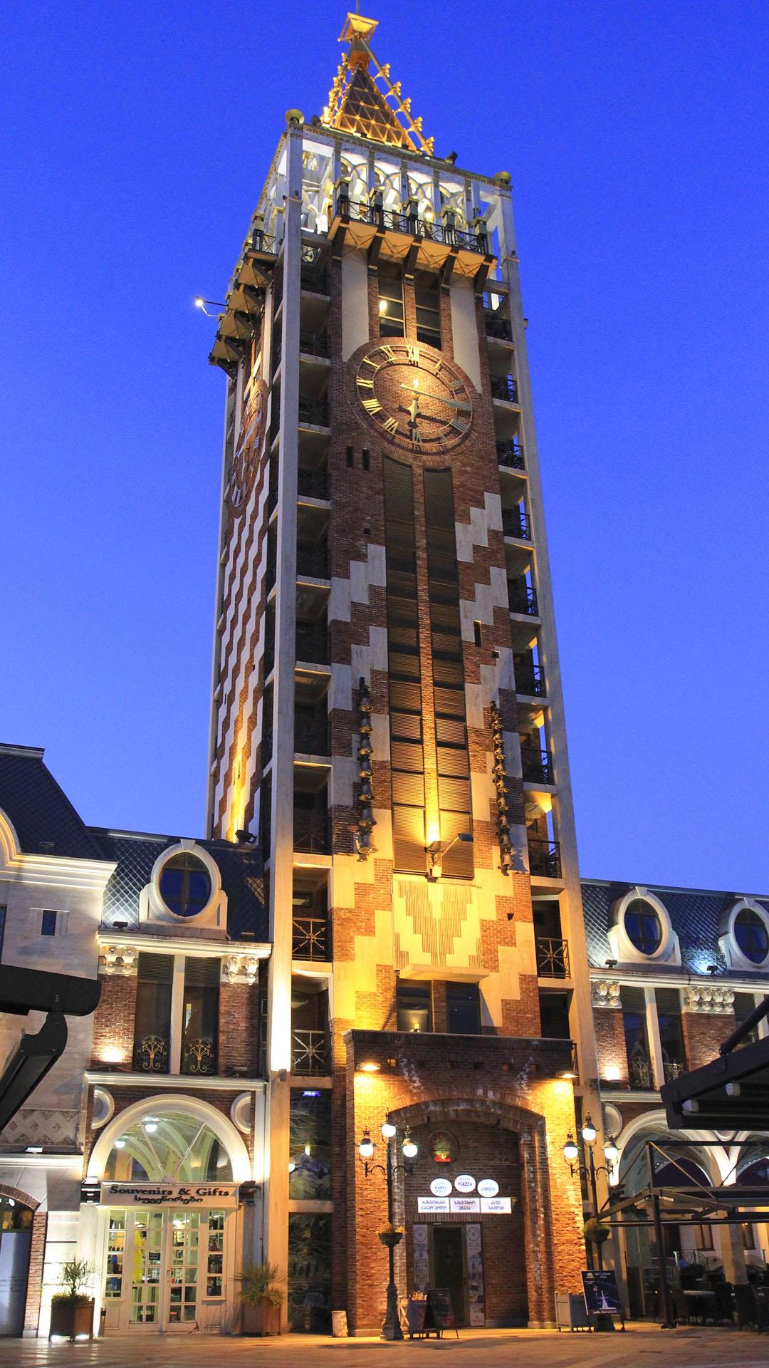 Башня- гостиница на Пьяцца Батуми