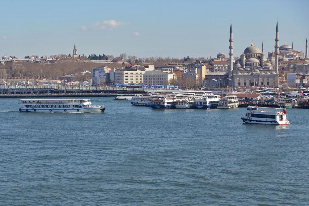 Пристань Эминёню и Галатский мост