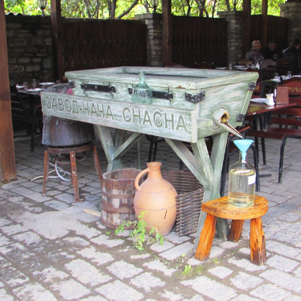 грузинские сувениры - вино и чача