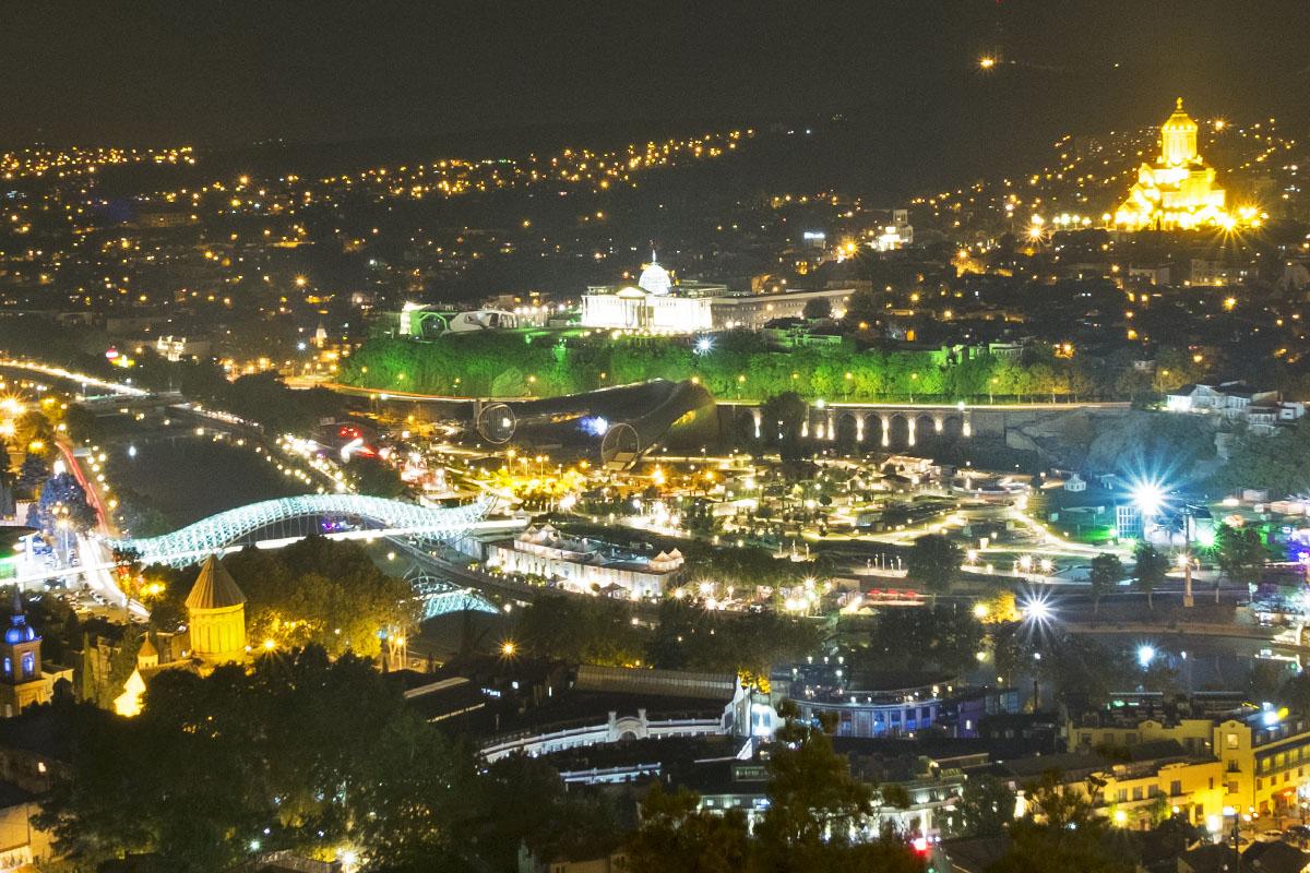 Ночной вид на Тбилиси