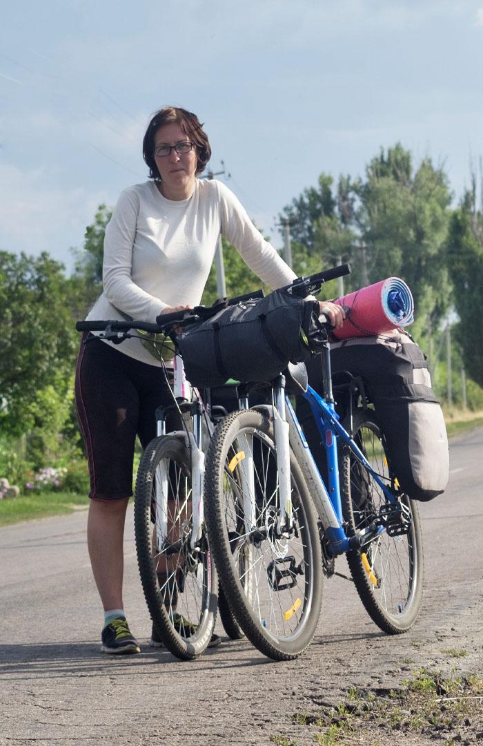 Девушка и велосипеды